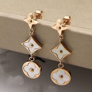 18KT GOLD FILLED DELICATE MOTHER OF PEARL EARRINGS